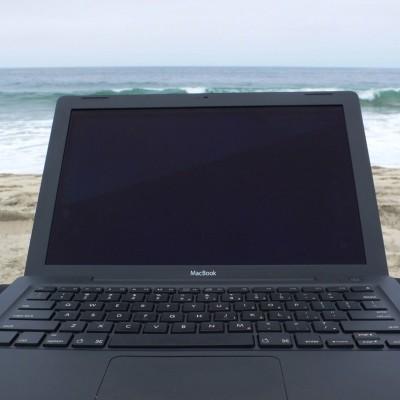 macbook-on-the-beach.jpg