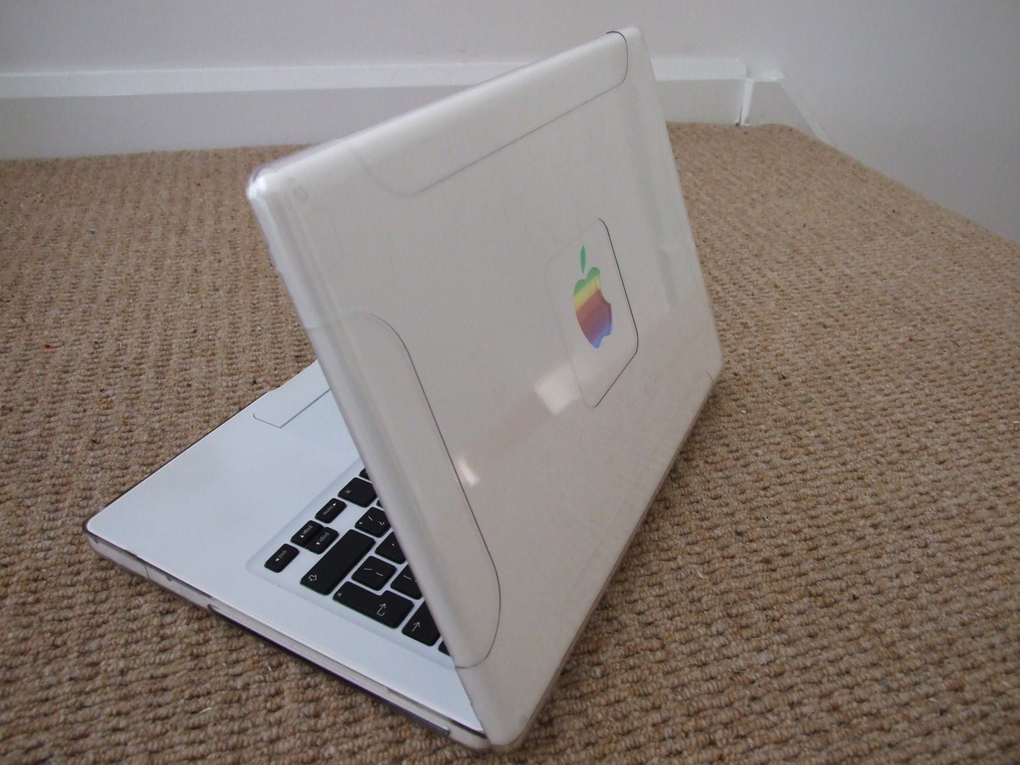 macbook-white.jpg