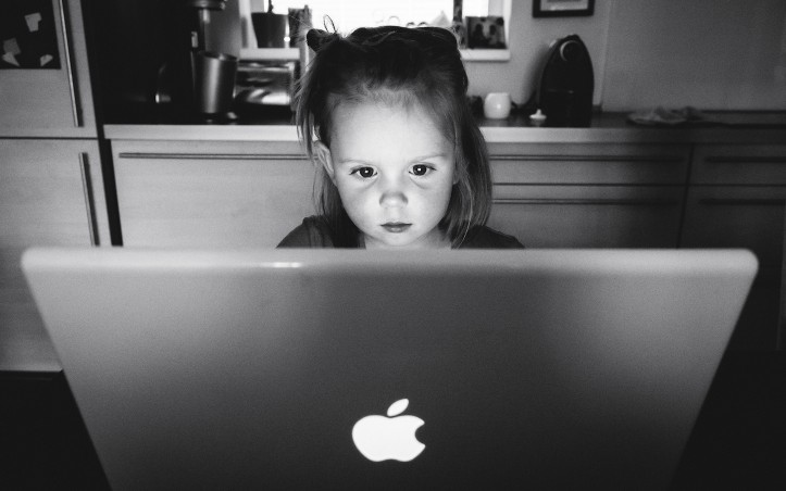 Little-girl-Using-Mac.jpg
