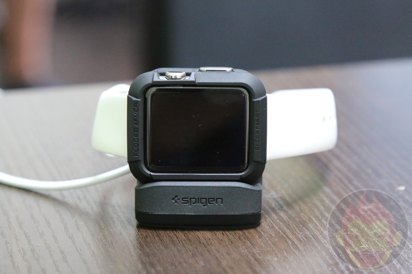 Spigen-S350-Apple-Watch-Stand-19.JPG