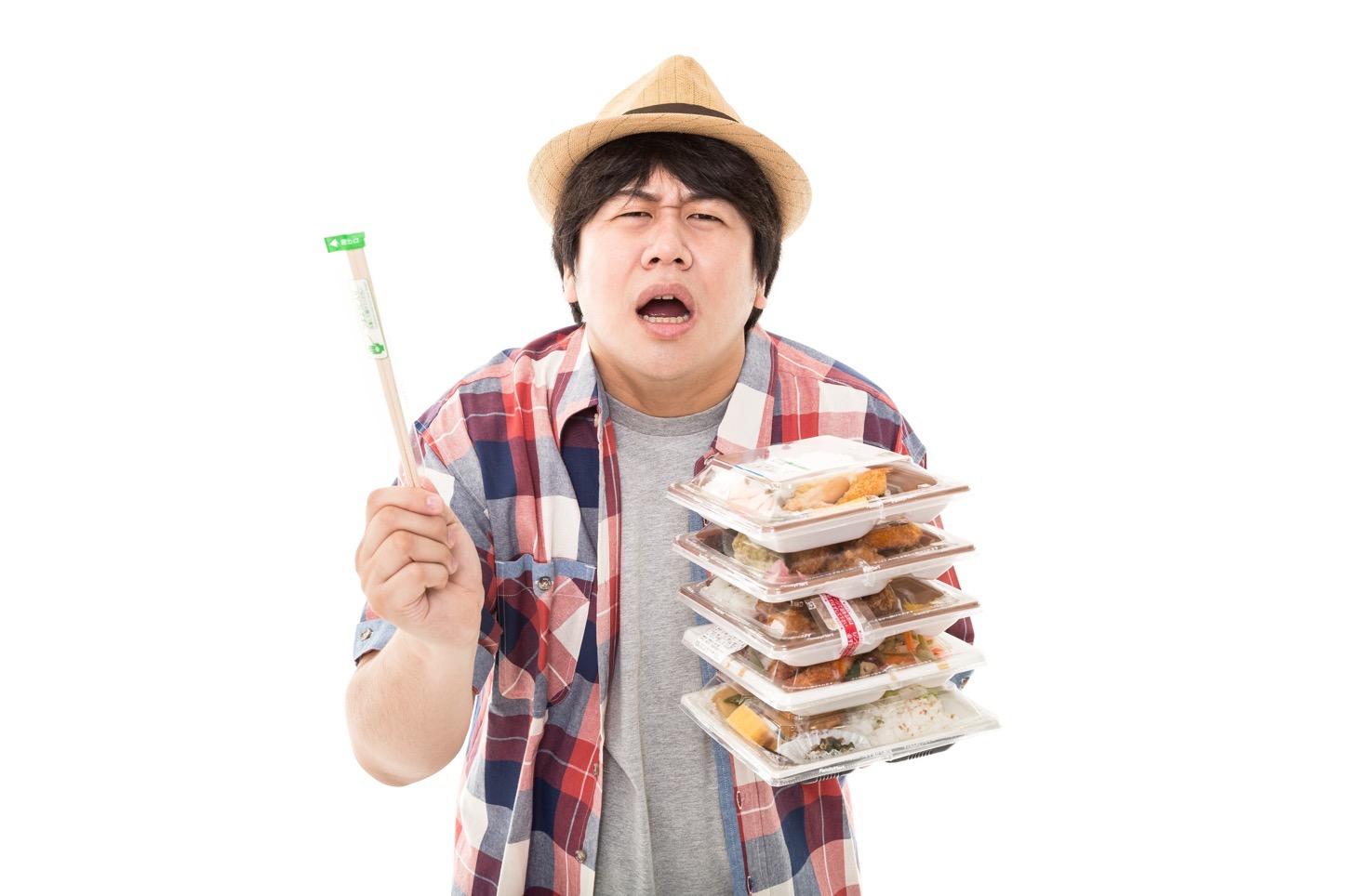 おい、コンビニ店員よ。俺は弁当を5個買ってんだぞ?何故箸を…1膳しか入れない。だが店員よ…お前は正しい。圧倒的に正しい。