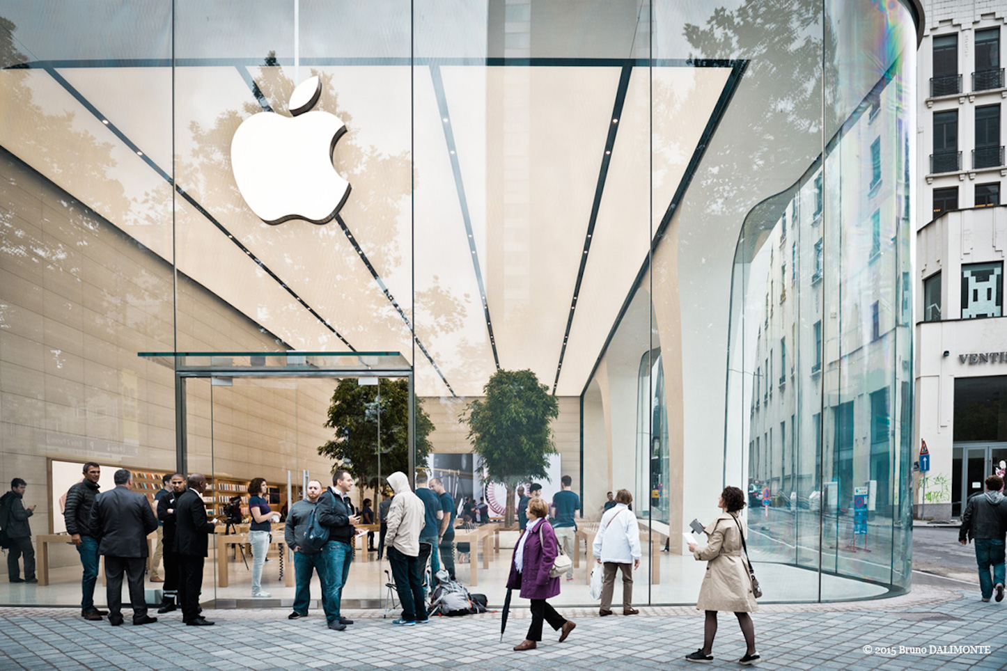 jony-ive-designed-apple-store-3.jpg
