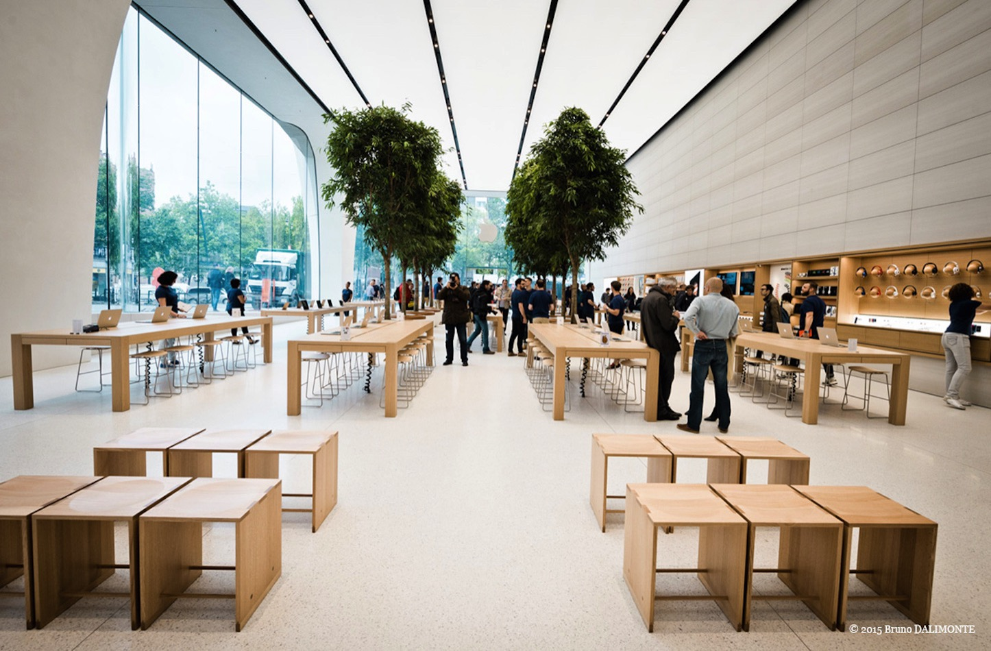 Jony ive designed apple store