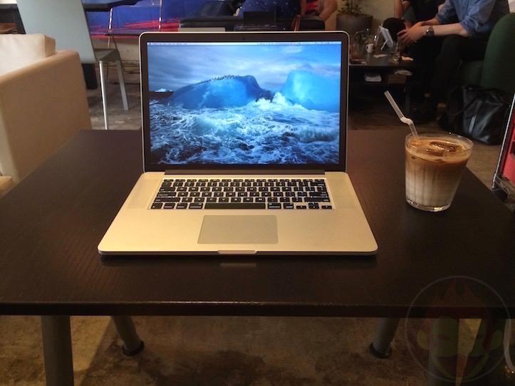 Using MacBook Pro Retina 15 at Cafe