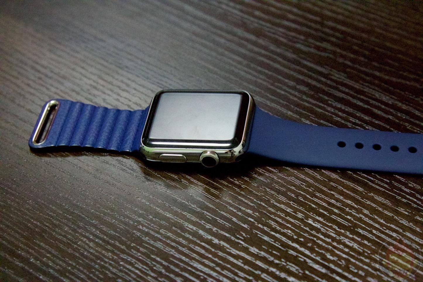 「Apple Watch」の「ミッドナイトブルースポーツバンド」