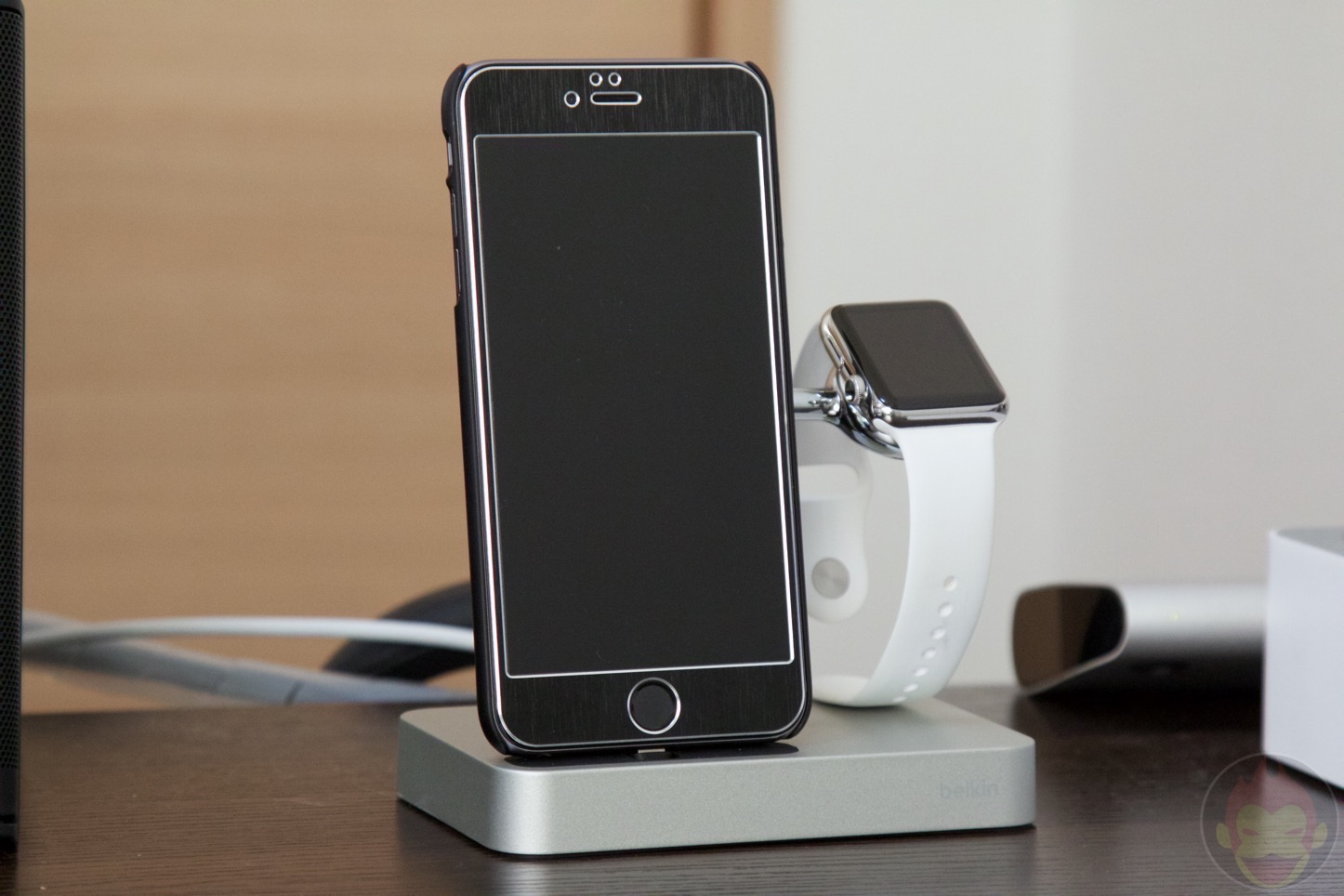 Belkin-Charge-Dock-for-iPhone-and-Apple-Watch-08.jpg