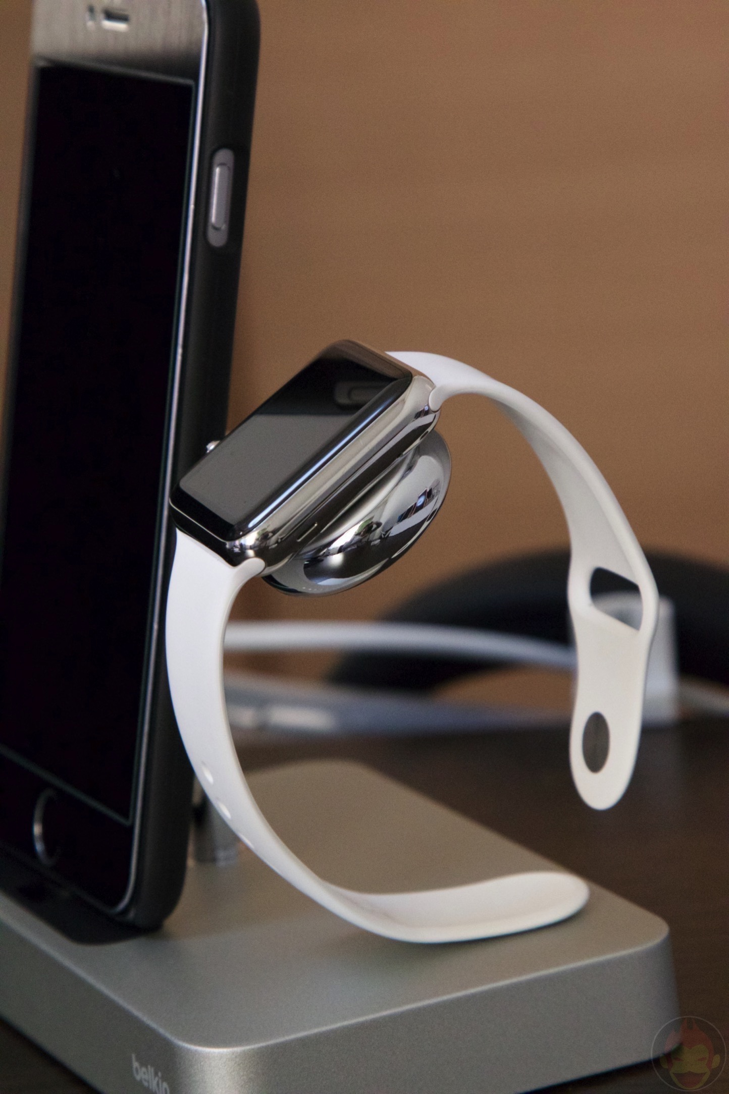 Belkin-Charge-Dock-for-iPhone-and-Apple-Watch-14.jpg