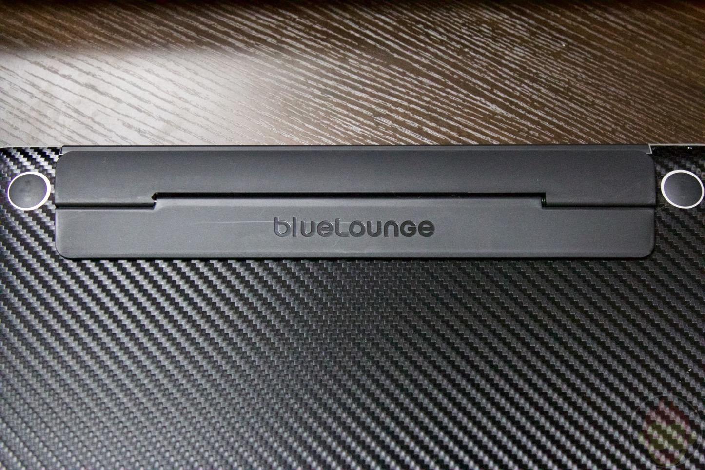 Bluelounge-Backflip-MacBookPro15-04.jpg