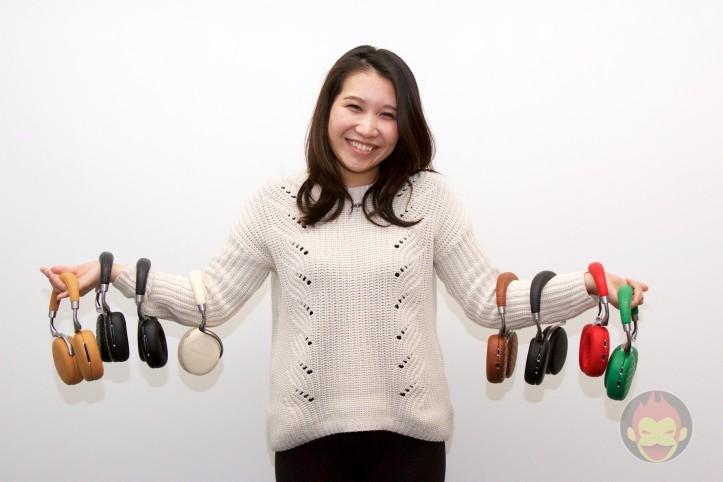 40万円相当の「Parrot Zik 3」を手に持つ女性