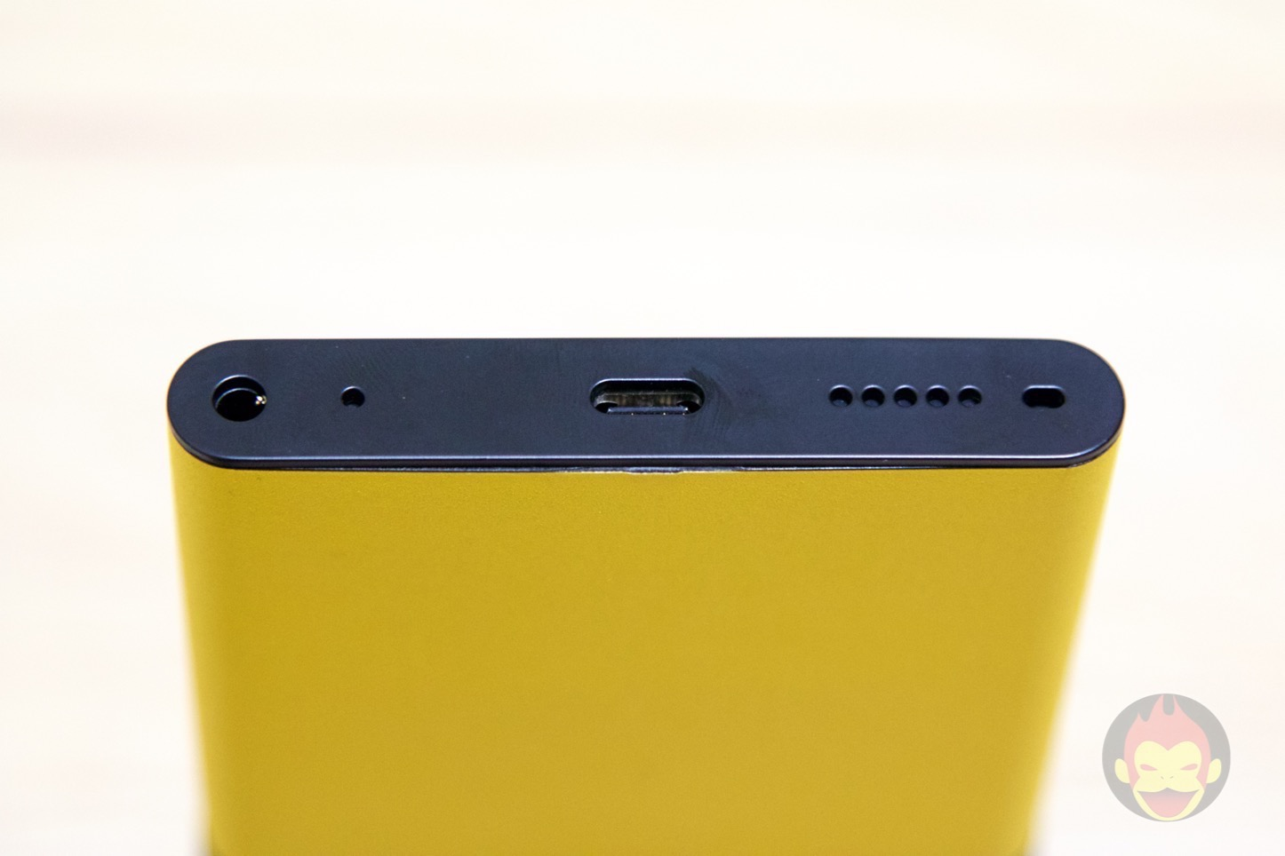 NuAns-Neo-Windows-10-Smartphone-0001.jpg