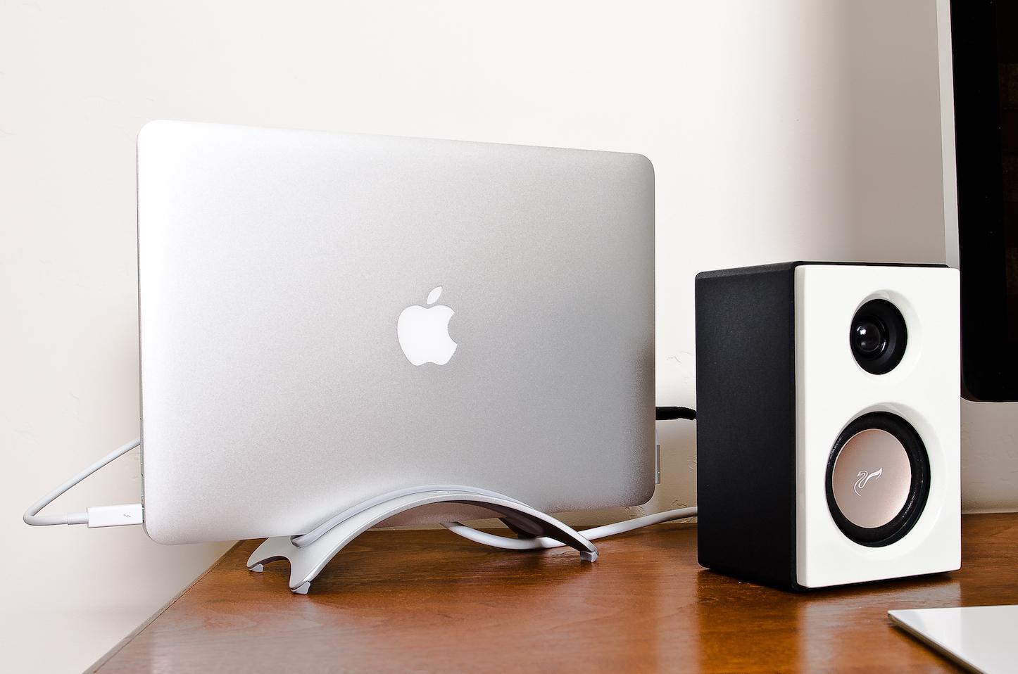 macbook-pro-clamb-shell-mode.jpg