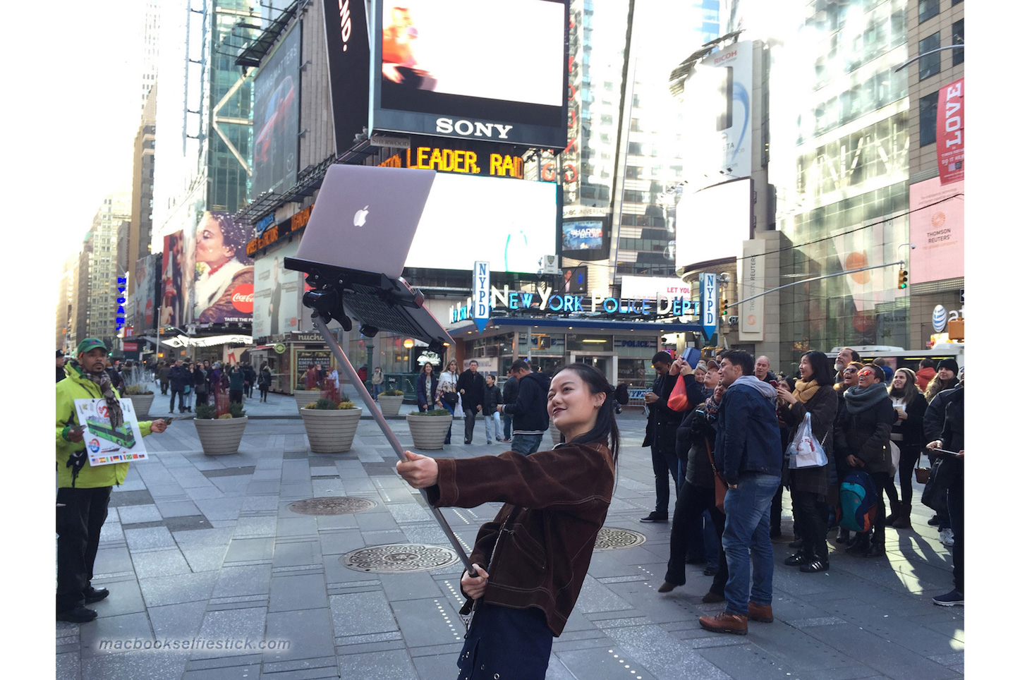 macbook-selfie-stick-4.jpg