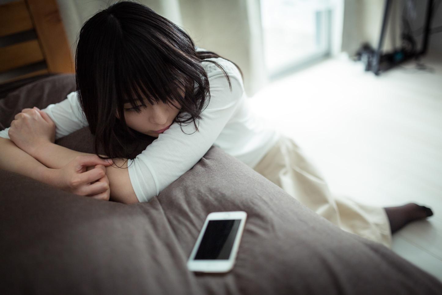Takebe-Heartbroken-Girl-Pakutaso-09.jpg