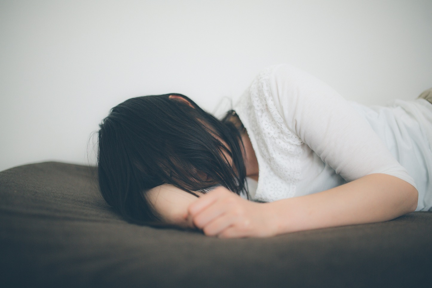 Takebe-Heartbroken-Girl-Pakutaso-11.jpg
