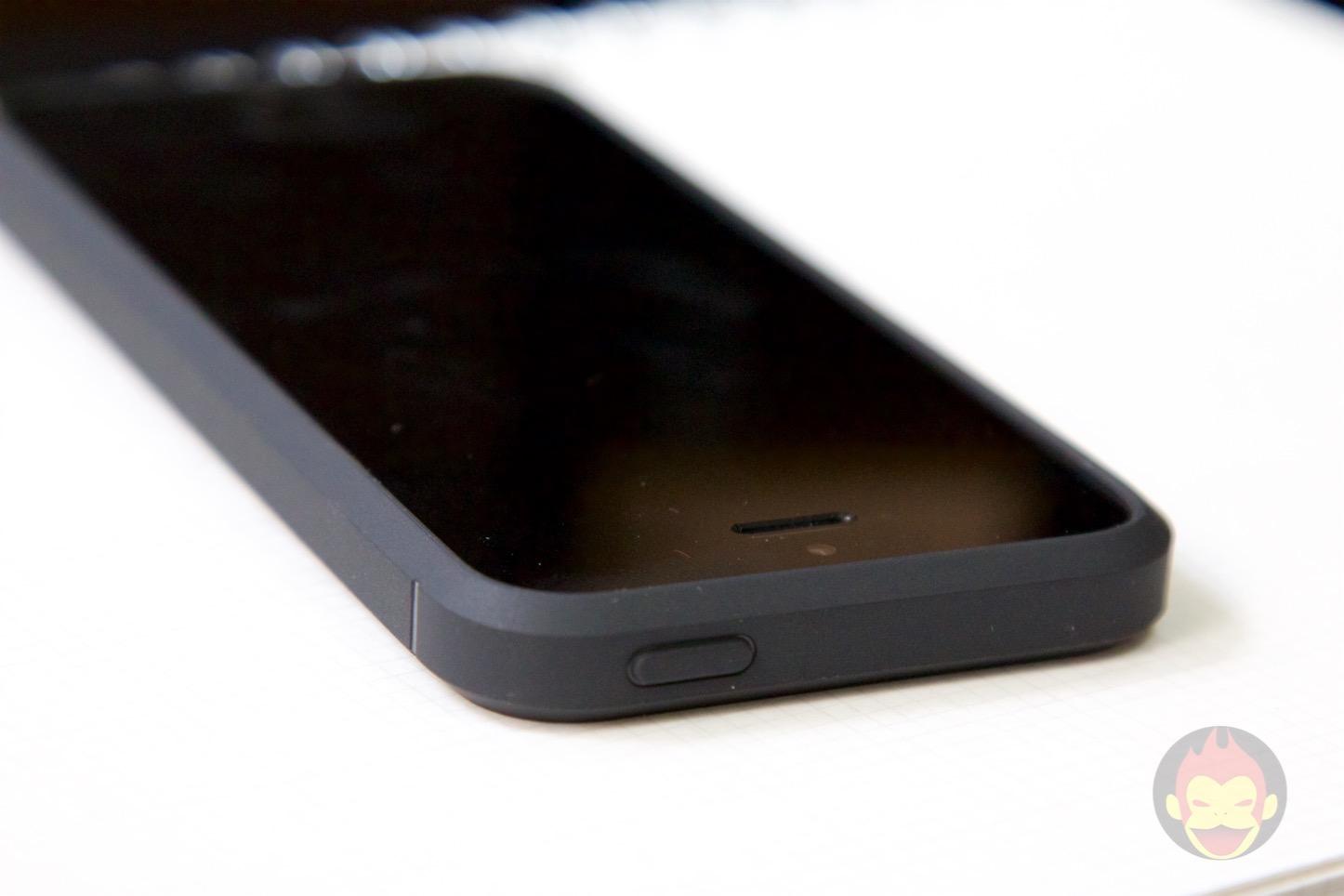 Spigen-Rugged-Case-iPhone-05.jpg