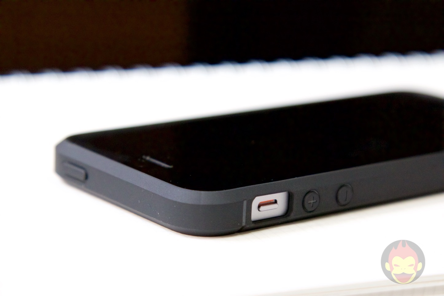 Spigen-Rugged-Case-iPhone-06.jpg