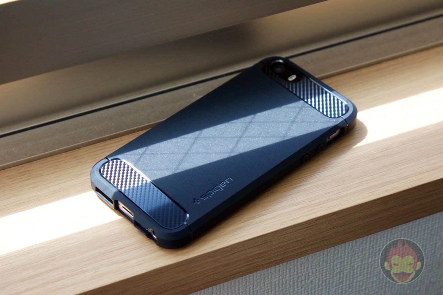 Spigen-Rugged-Case-iPhone-09.jpg