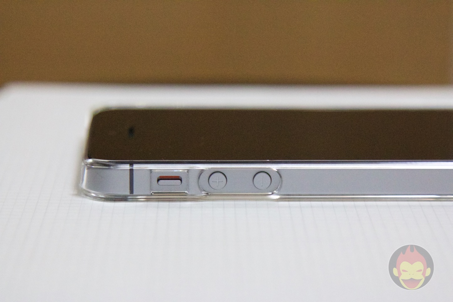 Spigen-Thin-Fit-iPhone-SE-Case-04.jpg