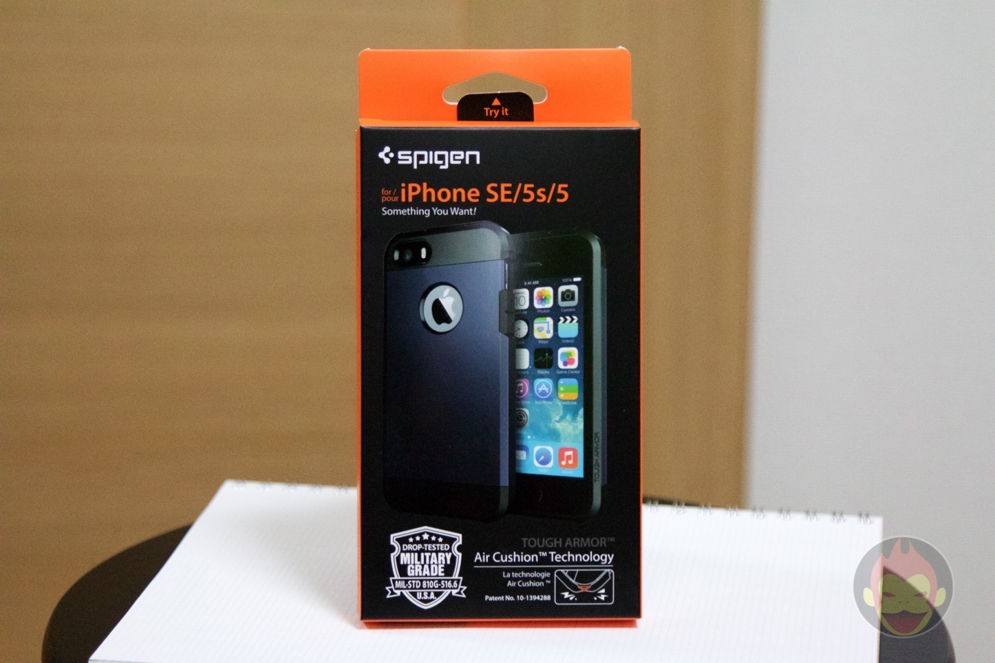 Spigen-Tough-Armor-iPhone-SE-Case-01.jpg