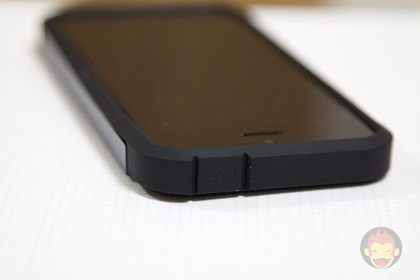 Spigen-Tough-Armor-iPhone-SE-Case-06.jpg