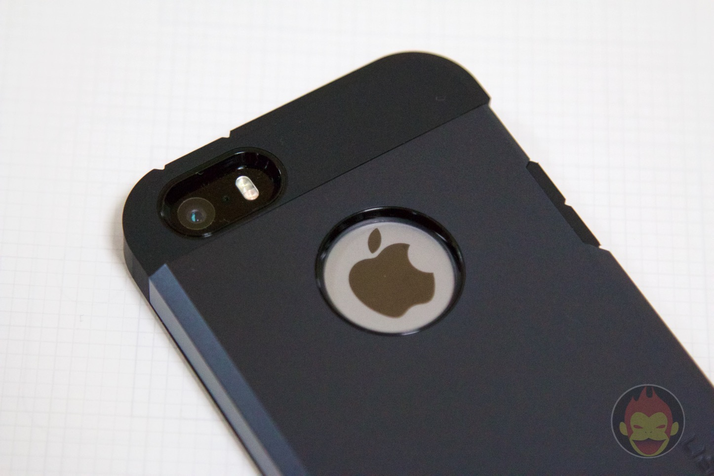 Spigen-Tough-Armor-iPhone-SE-Case-07.jpg