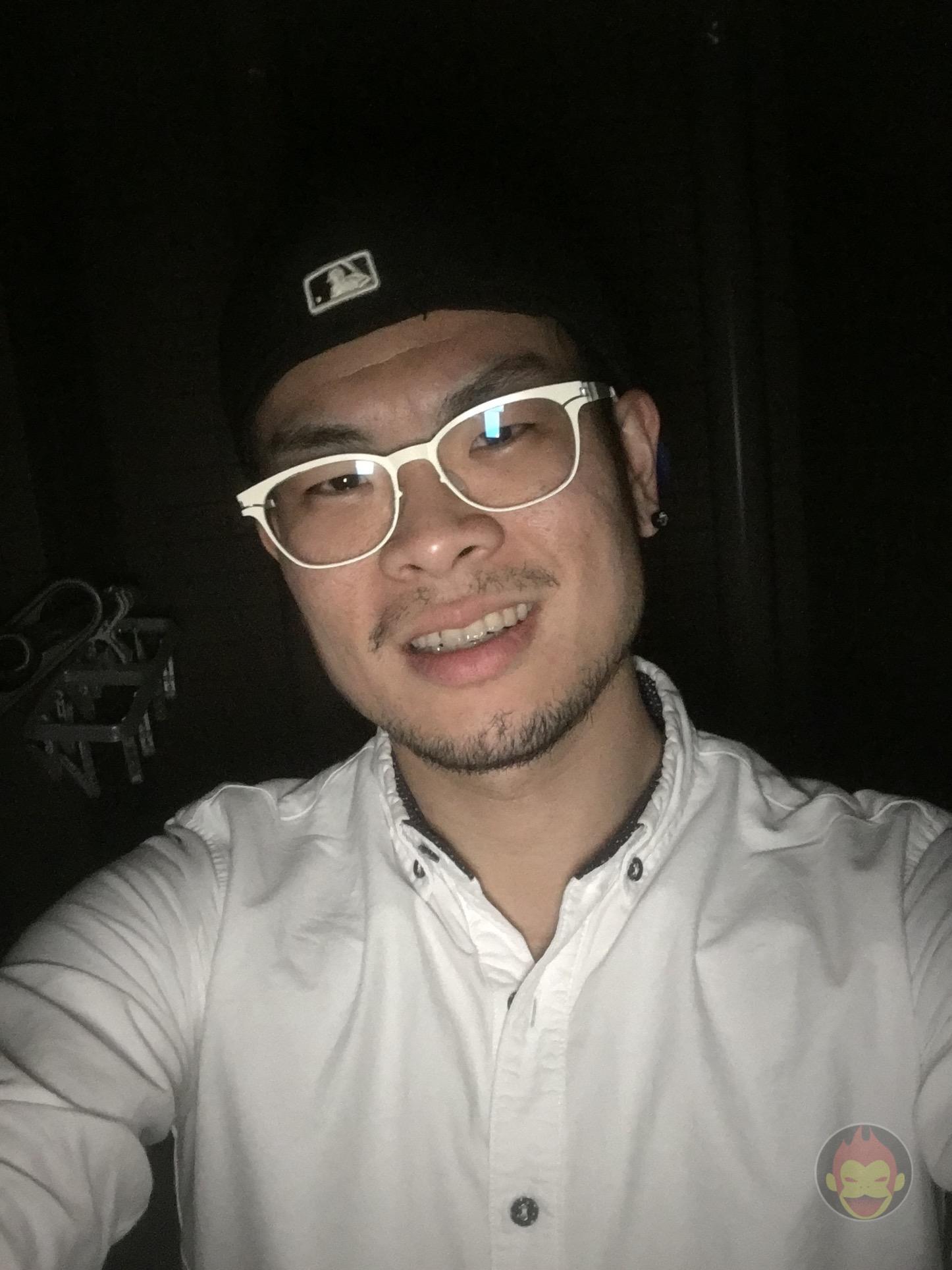 iPhone-SE-Comparing-selfies-inthedark-02.jpg