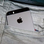iPhone-SE-Size-and-Pocket-02.jpg