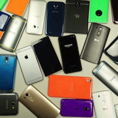 lots-of-smartphones.jpg