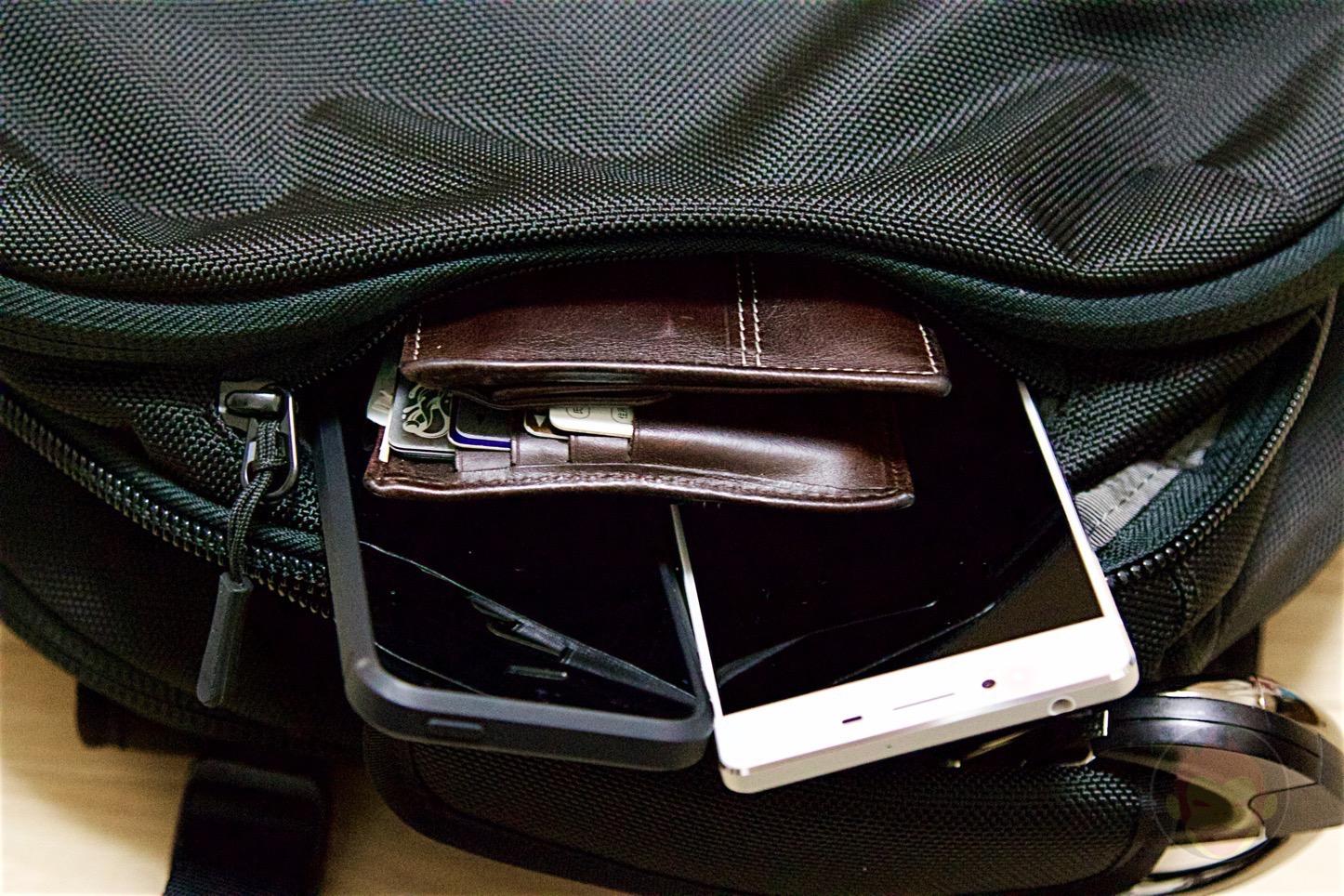 Aer-Travel-BackPack-on-Kickstarter-37.jpg