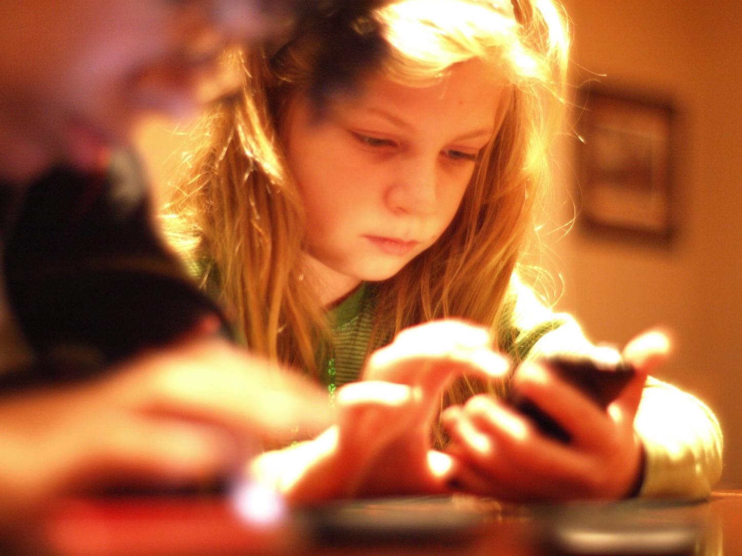 Kids using iphones