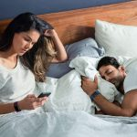 Fitbit-Charge-2_Couple_Waking-Up_Lifestyle.jpg