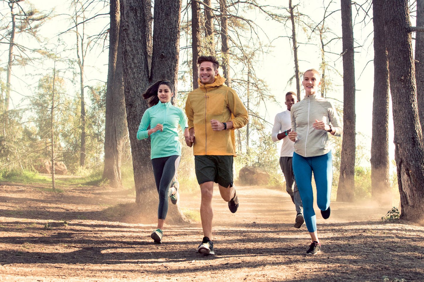Fitbit-Charge-2_Group-Hiking_Lifestyle-2.jpg
