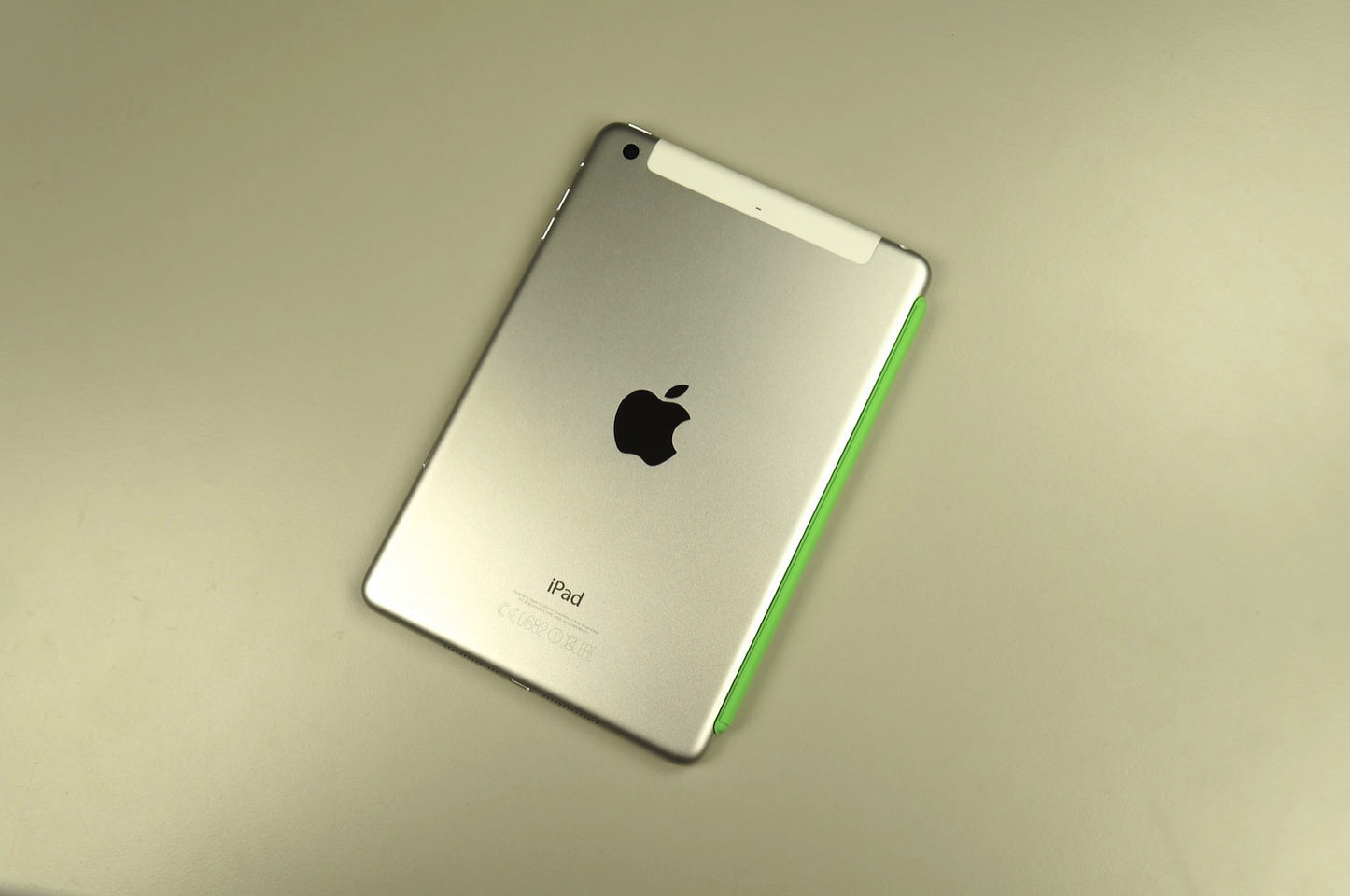 Ipad mini 4 with case green