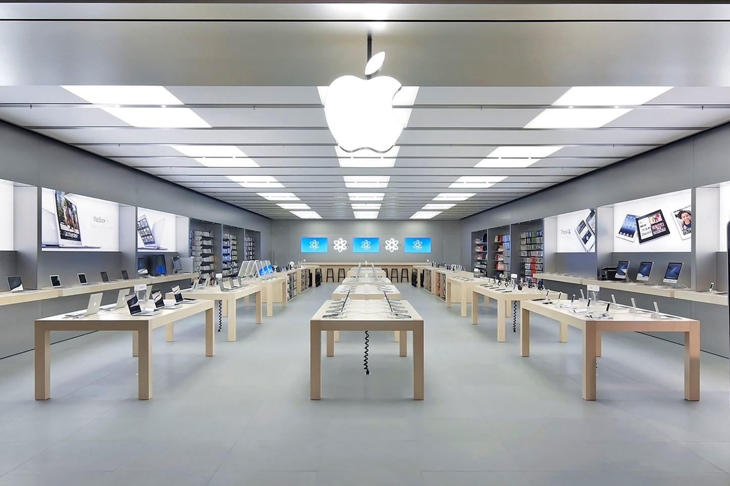 フランスのApple Storeで展示商品を次々と叩き破壊する男性が話題 | ゴリミー