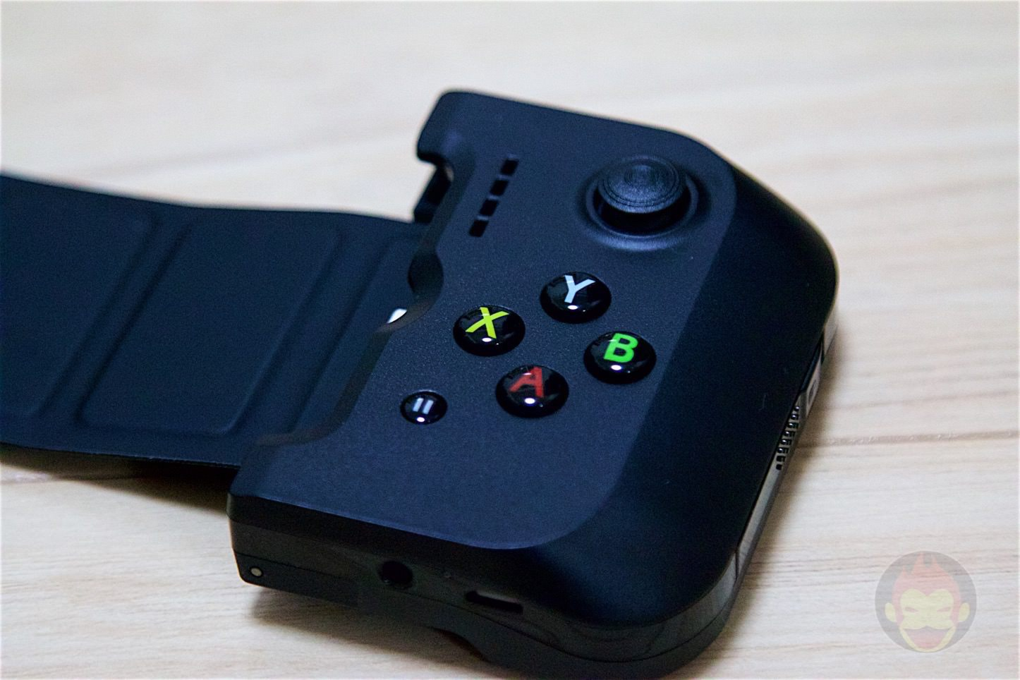 GameVice-Game-Controller-for-iPhone-06.jpg