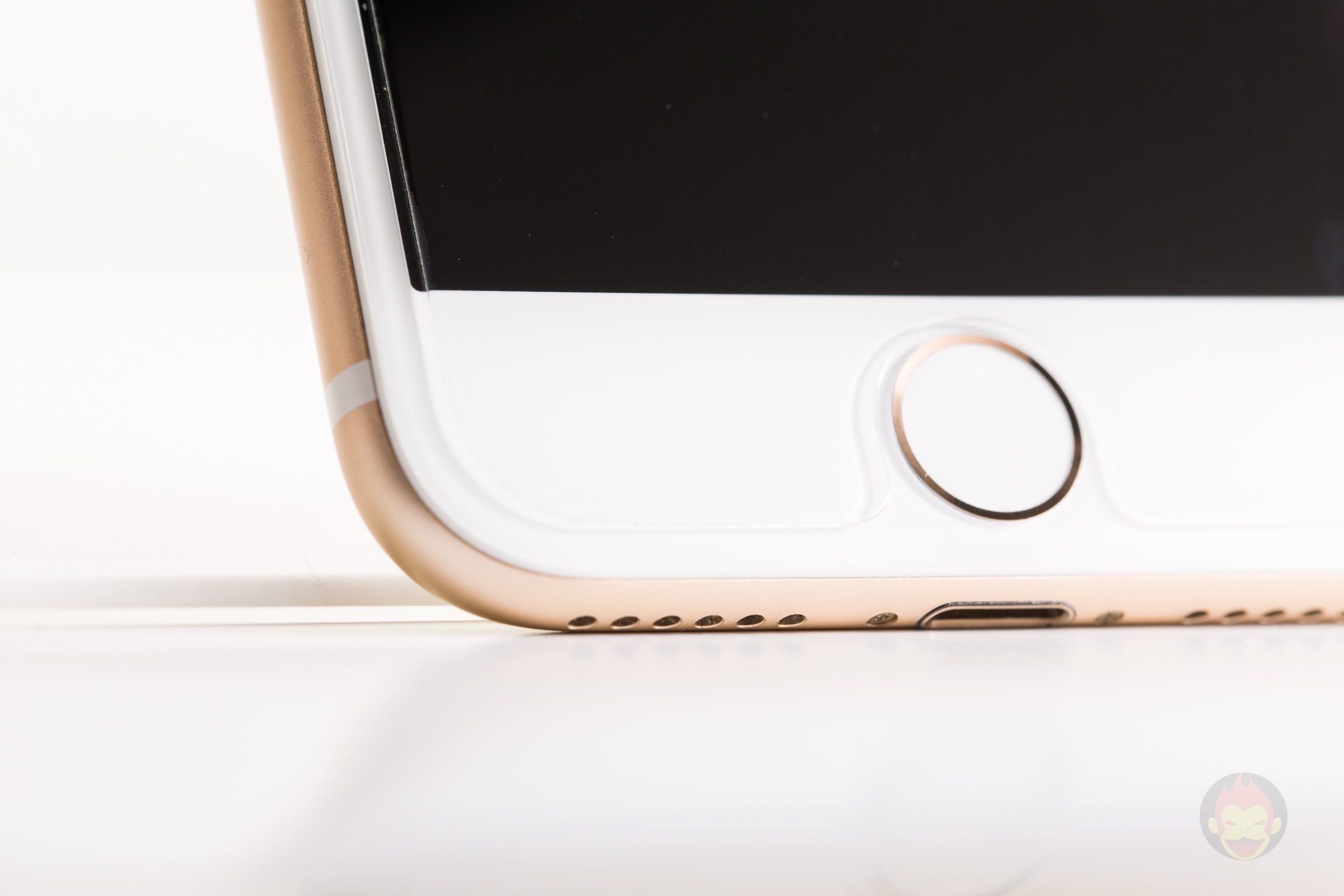 iPhone-7-Gold-Model-11.jpg