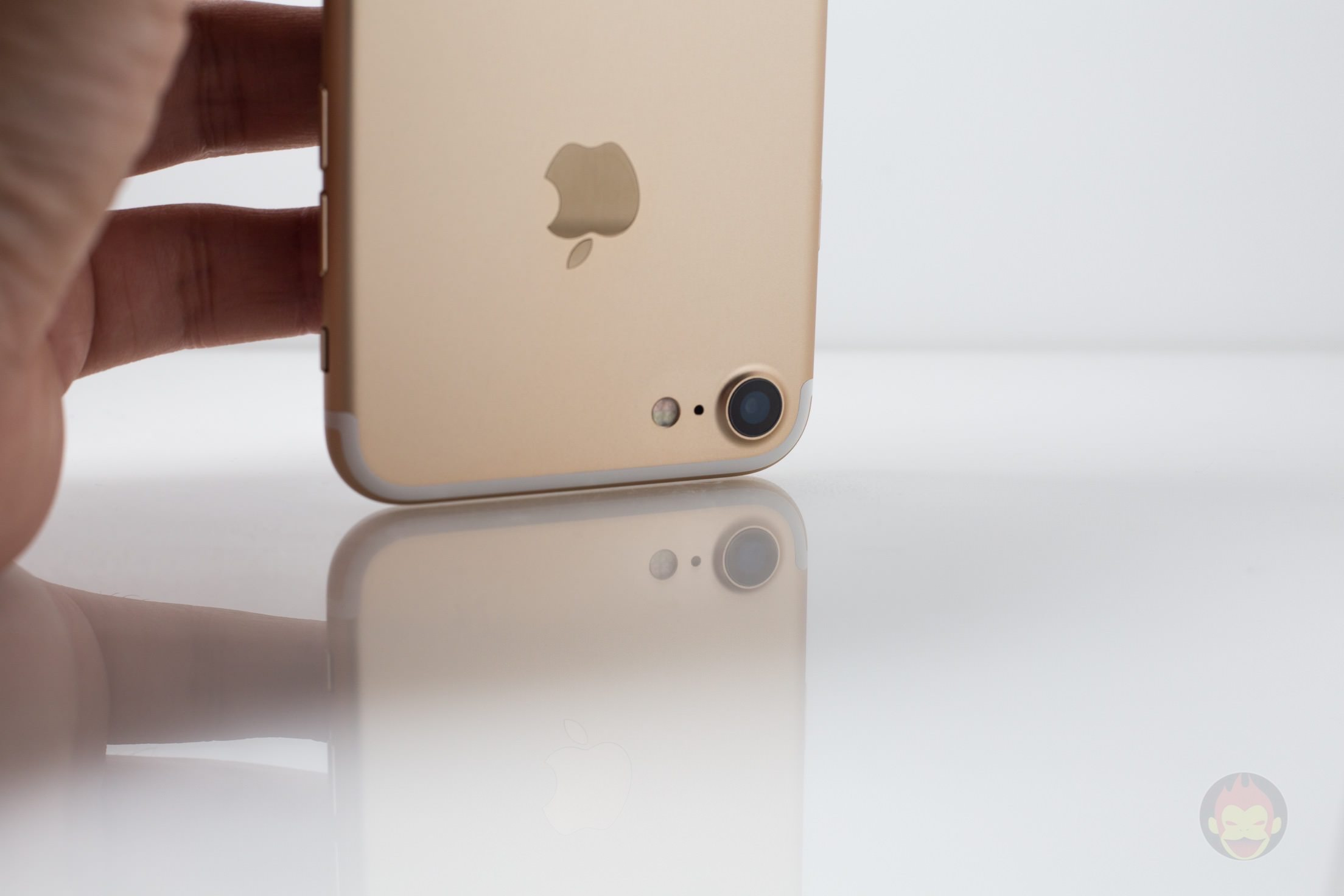 iPhone-7-Gold-Model-16.jpg