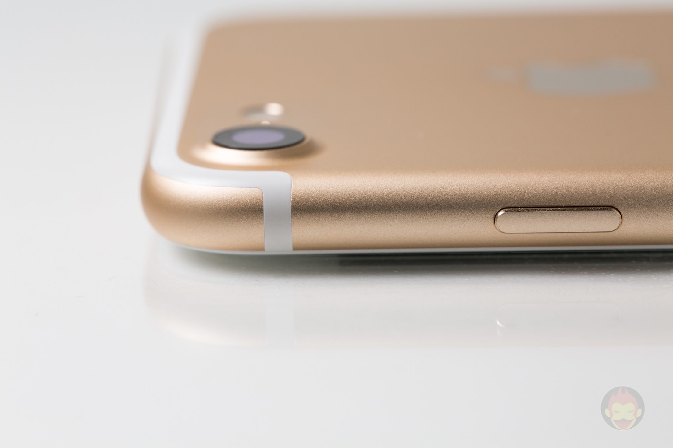 iPhone-7-Gold-Model-21.jpg