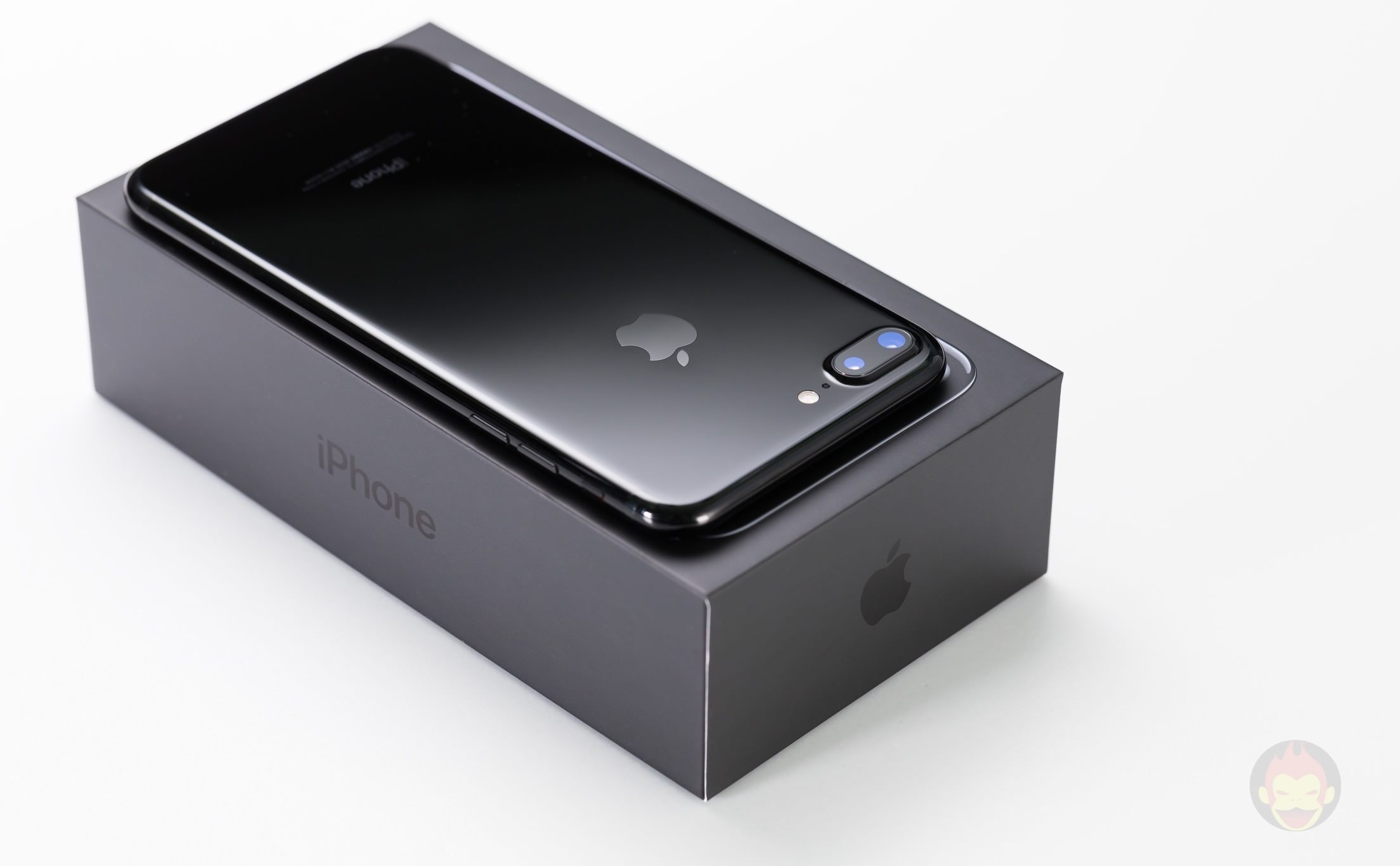 iPhone-7-Plus-Jet-Black-Design-review-01.jpg