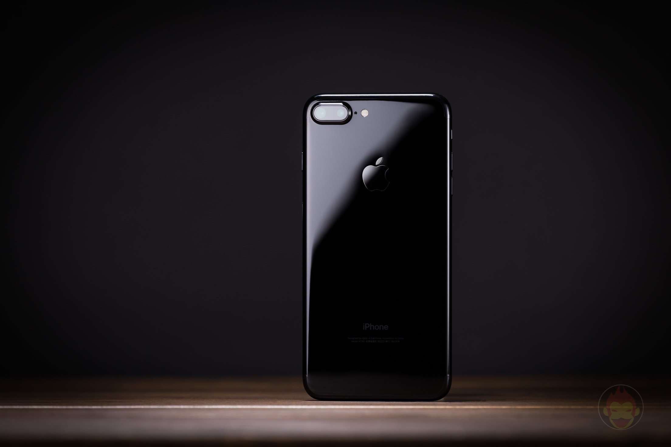 iPhone-7-Plus-Jet-Black-Design-review-05.jpg