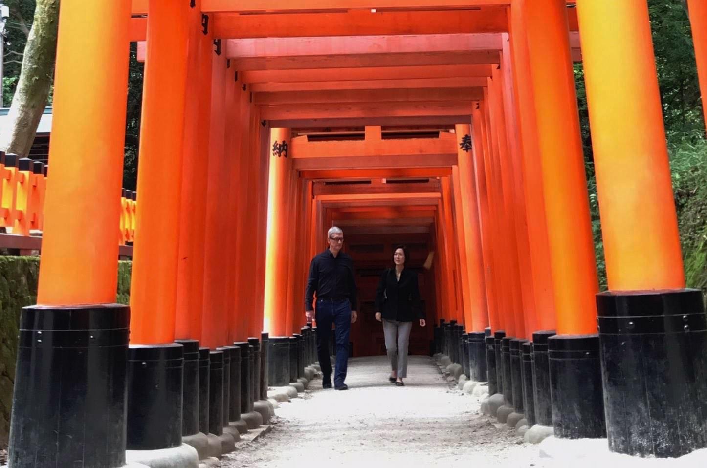 Tim Cook Visits Japan