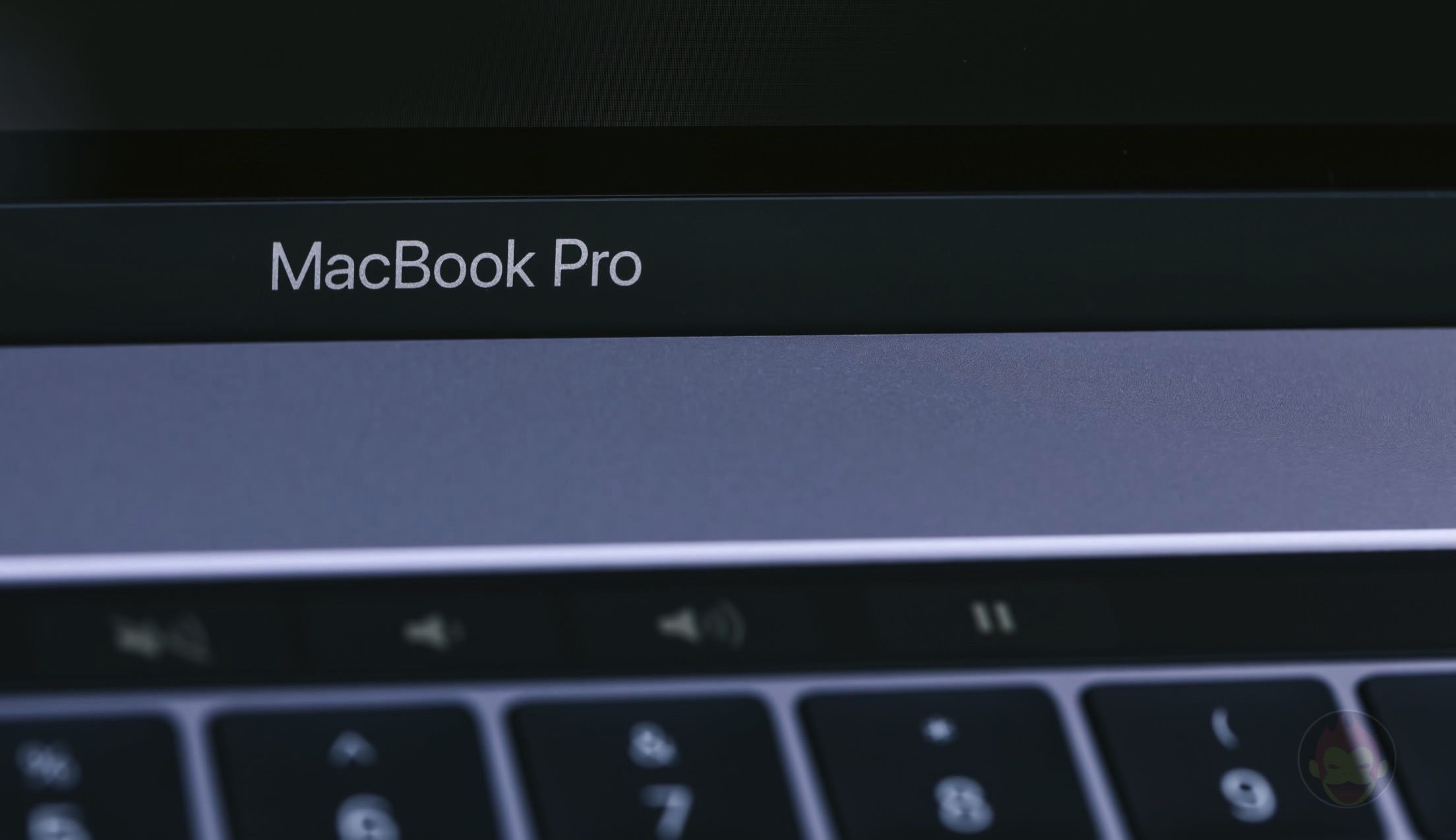 MacBook-Pro-Late2016-15inch-Model-Trackpad-02.jpg