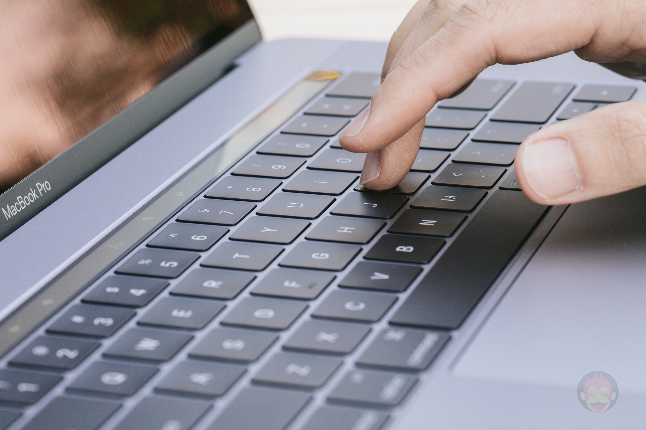 MacBook-Pro-Late2016-15inch-Model-Trackpad-09.jpg