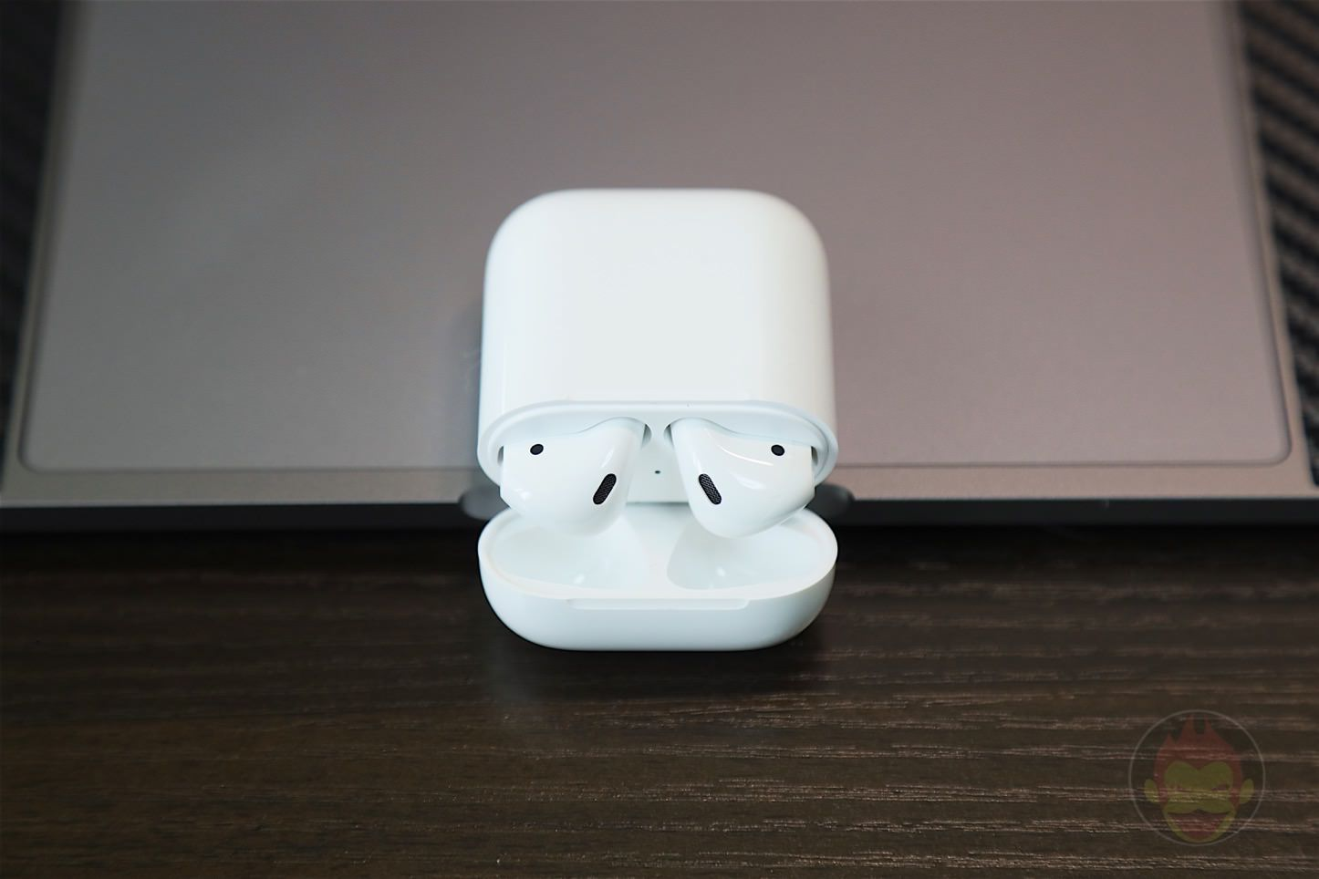 Apple-AirPods-Wireless-Earphones-10.jpg
