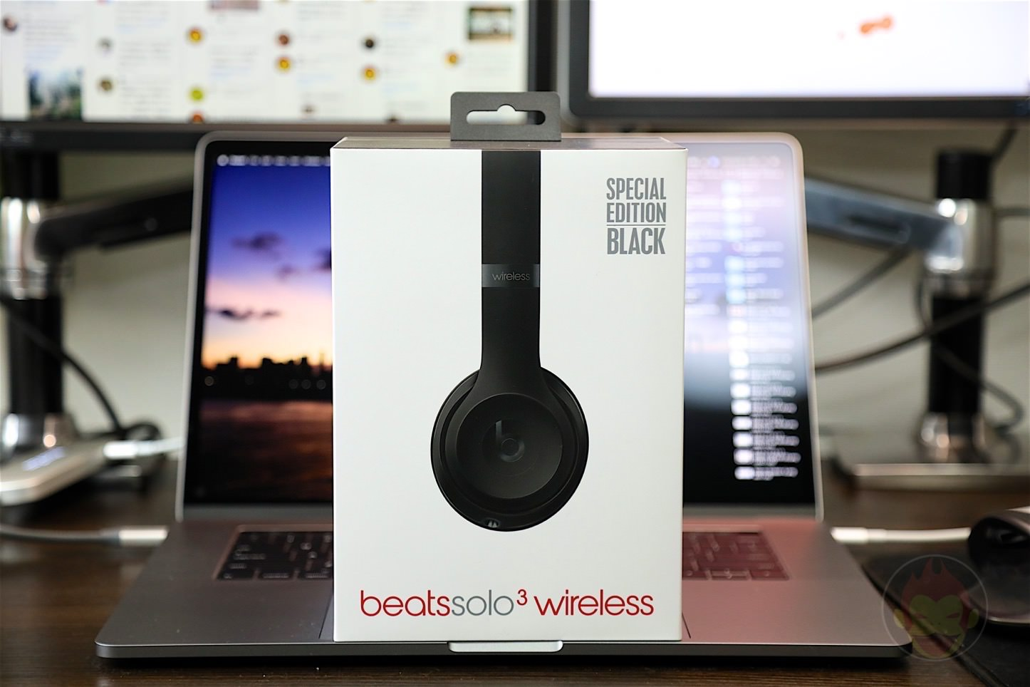 Beats-Solo3-Wireless-Headphones-29.jpg