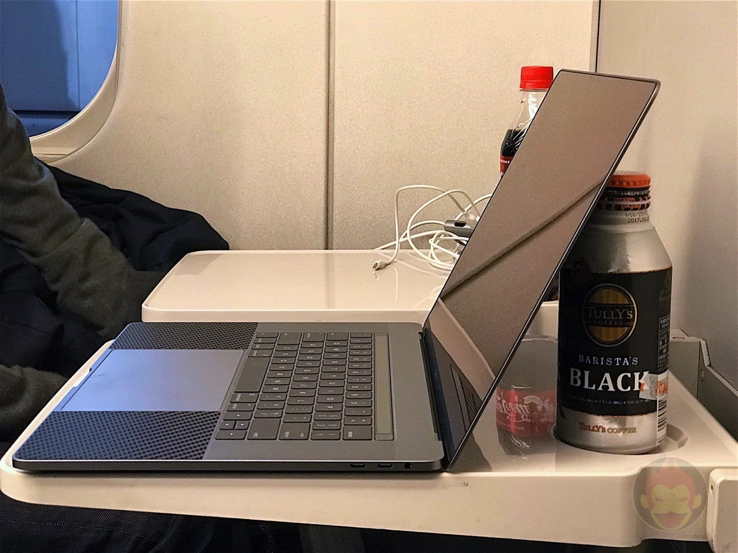 MacBookProLate2016を新幹線の机で使う