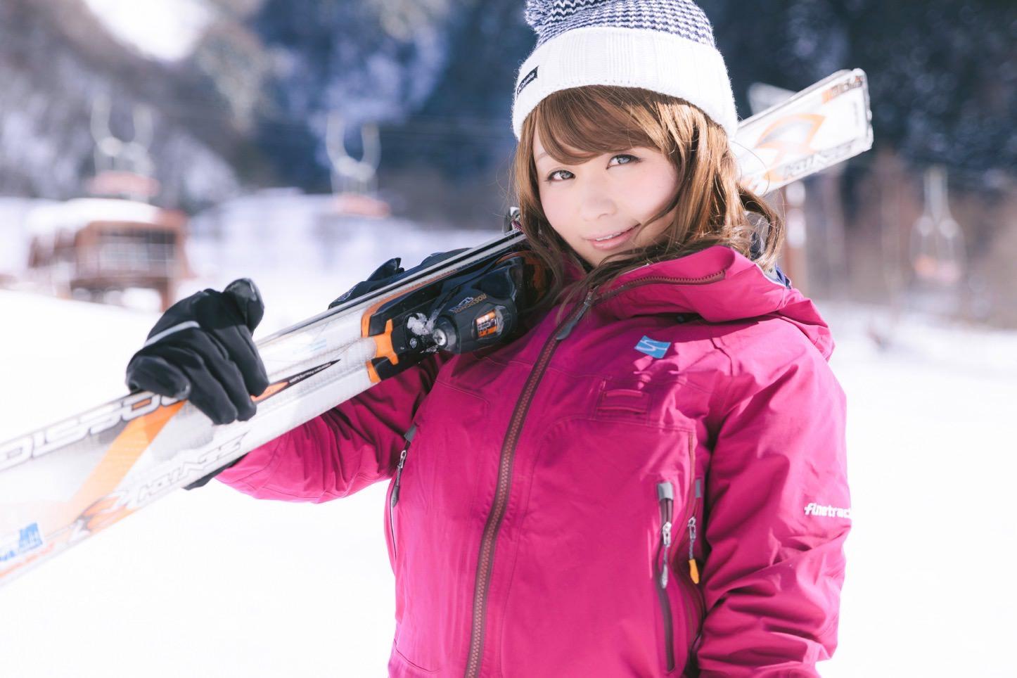 茜さや雪山バージョンのフリー写真素材