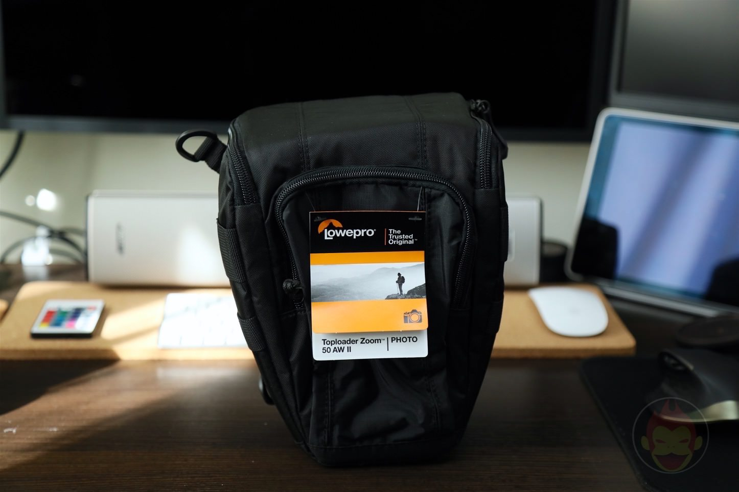 Lowepro-Camera-bag-Toploader-Zoom-AW2-01.jpg