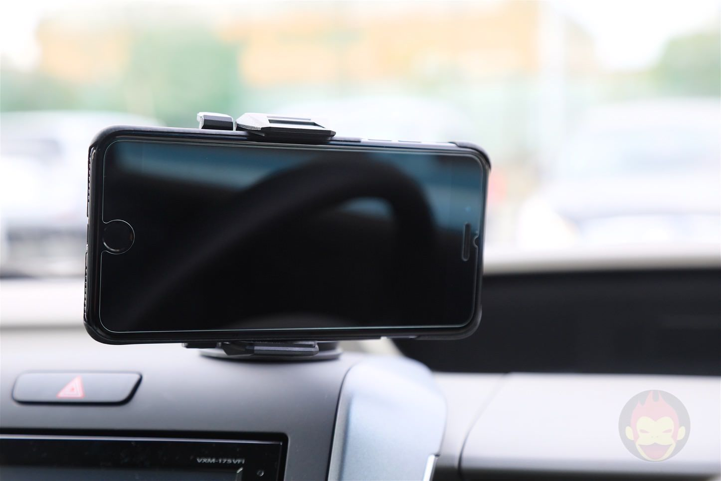 Spigen-AP12T-Car-Mount-10.jpg