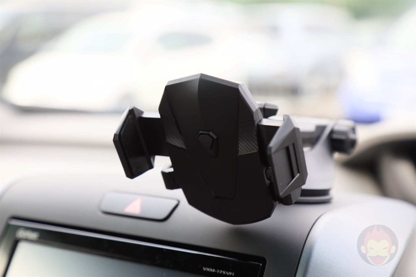 Spigen-AP12T-Car-Mount-17.jpg